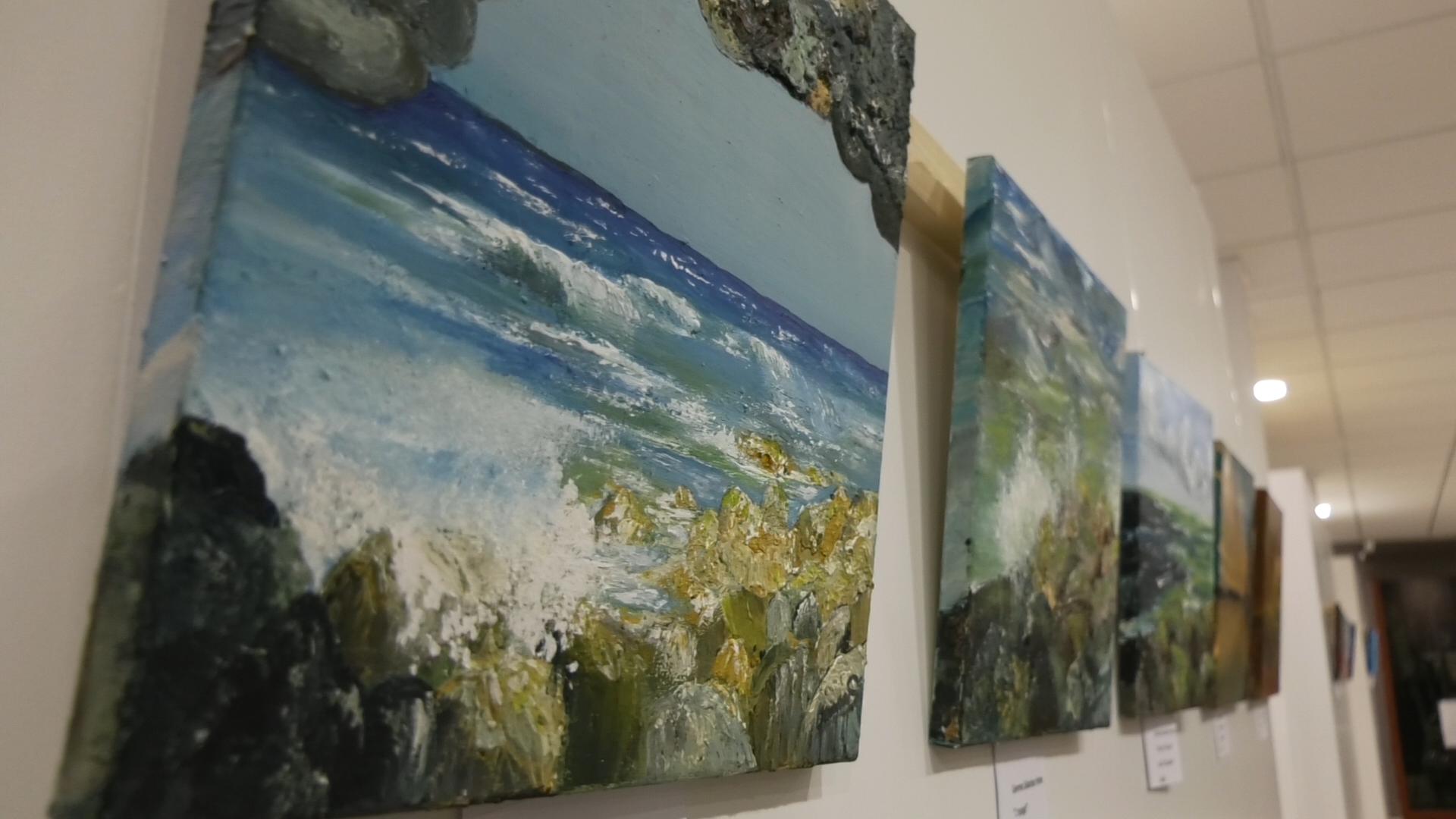 """NOU REPORTATGE: Fins el dia15 pots visitar l'Exposició """"30×30=30"""" dels Amics per l'Art del Maresme"""