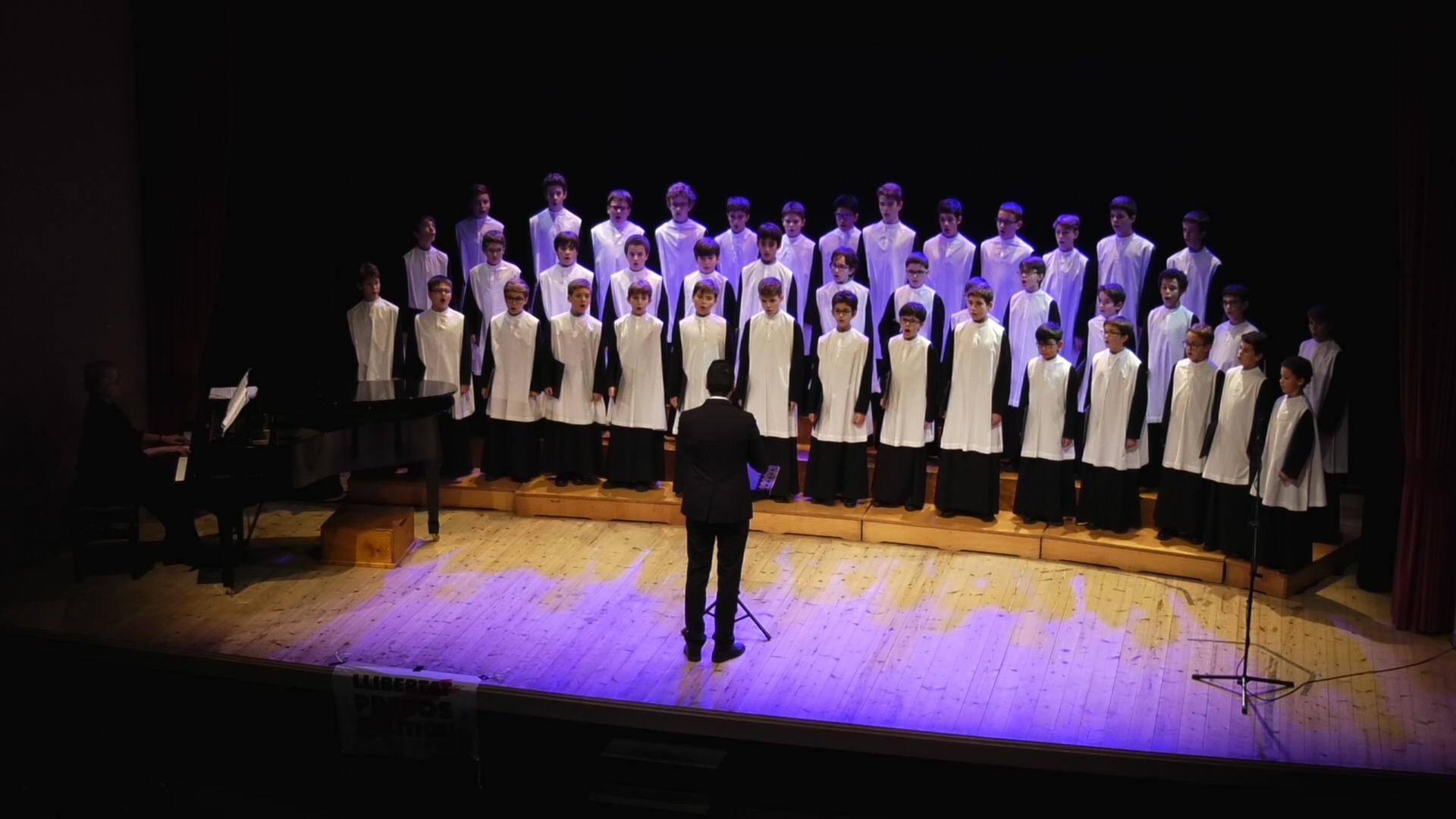 NOU REPORTATGE: Reviu el concert de l'Escolania de Montserrat amb motiu de la celebració del 475è aniversari de la consagració de la nova església de Sant Martí.